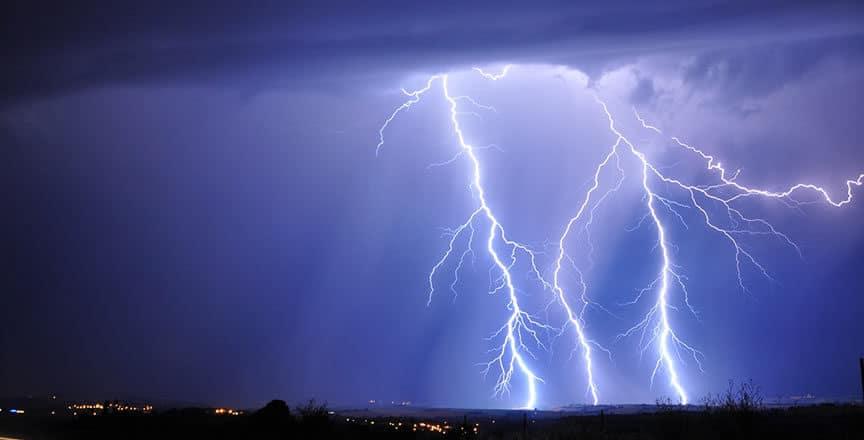 Do boats get struck by lightning